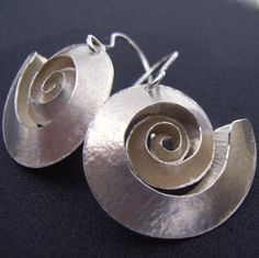 Handmade contemporary jewellery, earrings made from Silver by the designer Debbie Long. This item 'Swirl silver earrings' is available to buy online from lovedazzle UK's leading exhibitor of exciting and innovative contemporary jewellery. Silver Bracelet For Girls, Silver Bracelets, Silver Earrings, Silver Jewelry, Silver Ring, Jade Necklace, Gothic Jewelry, Silver Pendants, Dangle Earrings
