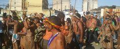 Movimientos indígenas vinculados a la oposición venezolana, se movilizaron este miércoles hasta Caracas, capital de la República, en defensa de tres diputados de la Mesa de la Unidad Democrática (MUD) del sureño estado de Amazonas, sobre los cuales pesa un proceso en el Tribunal Supremo de Justicia
