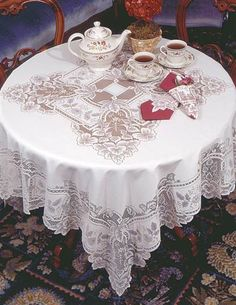 HEIRLOOM LACE TABLECLOTH