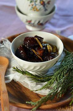 Pruneaux au vin blanc et épices
