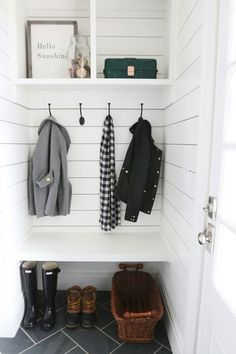 Dah I want this in a mudroom!
