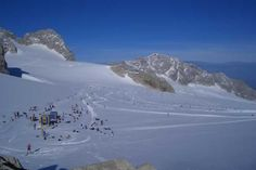 Cross country skiing on the Dachstein Glacier