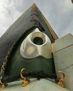 Black stone of Kaaba is believed to be Meteorite Islamic Images, Islamic Pictures, Islamic Art, Islamic Quotes, Urdu Quotes, Life Quotes, Masjid Haram, Mecca Kaaba, Mecca Mosque