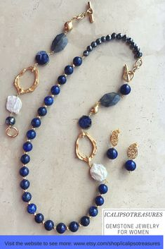 Blue lapis lazuli gemstone jewelry set perfect gift for her. Your wife or your mum will be happy to receive it as birthday, anniversary or Valentines gift. Visit the website to see more. #collares