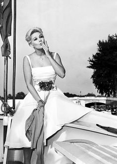 Kim Novak, 1950s. I met her last year. I recognized her ahead of me at the post office :) She was still lovely and most gracious when I introduced myself and complimented her on all the great movies she had made.