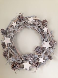 Julekrans-Julekrans, You are in the right place about jul krans… Christmas Mood, Rustic Christmas, Christmas 2019, Holiday, Diy Wreath, Burlap Wreath, Christmas Crafts, Christmas Decorations, Christmas Ornaments