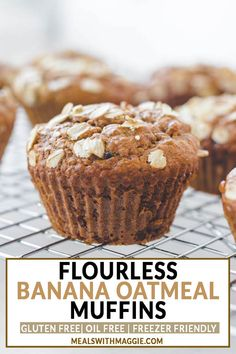 These Flourless Banana Oatmeal Muffins recipe is simple, gluten free and natural. The muffins are made with a banana, peanut butter, honey and oatmeal. Banana Protein Muffins, Healthy Muffins, Healthy Fats, Protein Cake, Protein Cookies, Healthy Snacks, Healthy Eating, Healthy Breakfasts, Clean Eating