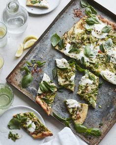 Green Pizza (with Asparagus, Peas, Mint and Burrata) - What's Gaby Cooking Fast Healthy Meals, Easy Healthy Recipes, Vegetarian Recipes, Healthy Eating, Cooking Recipes, Delicious Recipes, Pizza Recipes, Green Pizza, Whats Gaby Cooking
