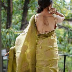 18 Modern Saree Blouse Designs & Ideas For Stylish Look Onam Saree, Kerala Saree, Indian Sarees, Modern Saree, Stylish Blouse Design, Saree Photoshoot, Saree Trends, Saree Models, Stylish Sarees
