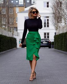 Black ✖️ Green - How To Style by Sheida Fashionista Work Fashion, Fashion Looks, Fashion Design, Latest Fashion, Skirt Outfits, Chic Outfits, Work Outfits, Modest Wear, African Print Fashion