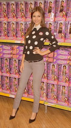 Victoria Justice Cute Work Outfits, Fall Outfits, Victorious Justice, Polka Dot Sweater, Beautiful Friend, Hot Brunette, Celebs, Celebrities, Rock Style