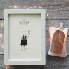 BRILLONS!  Disponible à:  👉PoliArtetdesign (boutique Etsy)  👉Galerie Boutique BLUCANARI. Pézenas 👉Galerie VUE SUR COURS. Narbonne Art Et Design, Boutique Etsy, Objet D'art, Frame, Home Decor, Budget, Creative Workshop, Softies, Fabrics