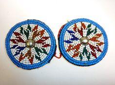 Blau-Weiße Perlenmedaillons 1 Paar von neemaheTribal auf Etsy