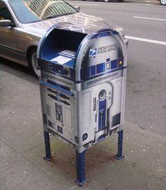 R2D2 mailbox--one of the reasons downtown Portland is soooooo ~