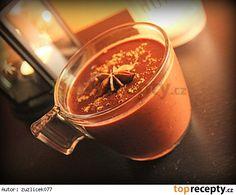 Domácí horká čokoláda se skořicí