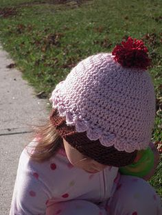 Petite Props: FREE Crochet PATTERN Cupcake Beanie Hat, using this top with another bottom! Crochet Cupcake Hat, Crochet Kids Hats, Crochet Girls, Crochet Bebe, Cute Crochet, Crochet Crafts, Knit Crochet, Crocheted Hats, Crochet Projects