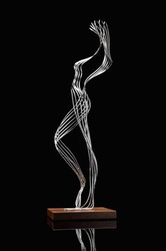 Martin Debenham esculturas alambre metal 15 Over the course of the woman's five-decade job, artist Wire Art Sculpture, Human Sculpture, Abstract Sculpture, Wire Sculptures, Steel Sculpture, Textile Sculpture, Garden Sculptures, Statue Ange, Sculptures Sur Fil