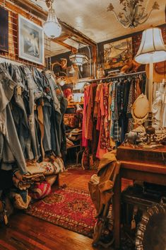 Nashville Shopping, Nashville Vacation, Visit Nashville, Vintage Shops, Vintage Antiques, Vintage Band Tees, Mug Shots, Vintage Home Decor, Exploring