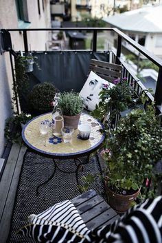 It is high time to turn the neglected balcony into a little paradise. Let yourself be inspired by these ideas! - Geeske Harms - Diy It is high time to turn the neglected balcony into a little paradise. Let yourself be inspired by these ideas! Small Balcony Design, Tiny Balcony, Small Balcony Decor, Small Outdoor Spaces, Outdoor Balcony, Small Patio, Outdoor Decor, Balcony Ideas, Balcony Gardening