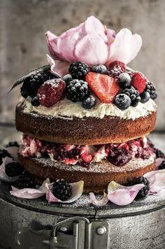 Naked Cake aux fruits des bois et à la crème
