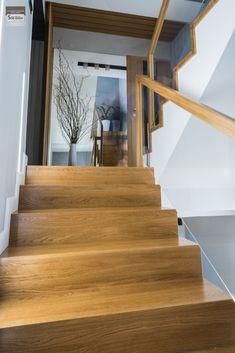 Schody dywanowe, balustrada szklana. Realizacja w Rybniku – Sob-Drew Schody drewniane Home Stairs Design, Staircase Handrail, Flooring For Stairs, House Stairs, Stairways, Home And Garden, Led, Home Decor, Ladders