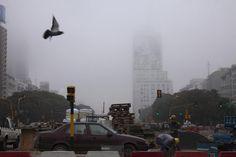 La densa niebla persiste en Buenos Aires. Foto: LA NACION /Guadalupe Aizaga
