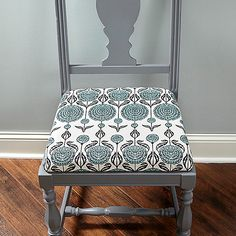 How to Reupholster a Chair: Anyone can make a nasty seat nice in just a couple of hours. Here's how to do a first class DIY chair upholstery job. Reupholster Furniture, Furniture Repair, Chair Upholstery, Upholstered Dining Chairs, Furniture Projects, Furniture Makeover, Diy Furniture, Woodworking Furniture, Wooden Chair Makeover