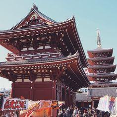 Sensoji Tample, Tokyo. Photo courtesy of readysetjetset on Instagram.