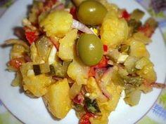 Salata orientala, Rețetă Petitchef Potato Recipes, Chicken Recipes, Romanian Food, 30 Minute Meals, Fruit Salad, Potato Salad, Good Food, Healthy Recipes, Healthy Food
