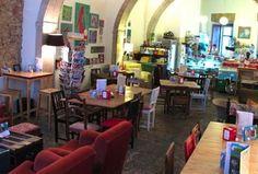 Pois Café, Lisbon  Rua São João da Praça 93–95, Alfama Tel: +351 218862497