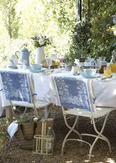 .Let's have brunch in the garden!!