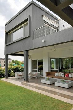 See our coupon cataloged porch design ideas Modern Small House Design, Modern Exterior House Designs, House Front Design, Dream Home Design, Modern House Floor Plans, House With Porch, House Extensions, Loft, House Styles