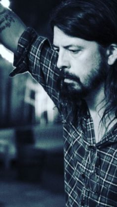 Dave Grohl Foo Fighters Dave Grohl, Foo Fighters Nirvana, Country Song Lyrics, Country Songs, Music Lyrics, Chris Shiflett, There Goes My Hero, Taylor Hawkins, Country Girl Quotes