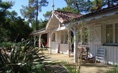 Location Maison Cocoon 2 à Lège-Cap-Ferret, 6 pièces, 10 personnes - à partir de 2 364 € la semaine ! Timber Architecture, Grand Marais, Outdoor Living, Outdoor Decor, Wooden House, Coastal Style, Interior And Exterior, Tiny House, Houses