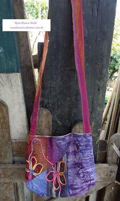 Bolsa em retalhos de viscose Visite minha loja: rosabranca.divitae.com.br Hippie bag Baskets, Recycling, Textiles, Jeans, Quilts, Handmade Crafts, Bags, Hampers, Basket