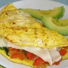 El desayuno es una de mis comidas favoritas y casi siempre son huevos con verduras. Es un desayuno completo saciante saludable y que me ayuda a evitar quemar grasa (y ni hablar de cómo elimina los antojos de la tarde!). Acá una opción en omelette muy fácil de hacer:  En una sartén antiadherente colocas unas gotitas de aceite de oliva extra virgen o de aceite de coco orgánico (uso el de @myproteines que compro en http://ift.tt/1oeZ3V2) calientas y echas dos huevos ligeramente batidos (sal al…