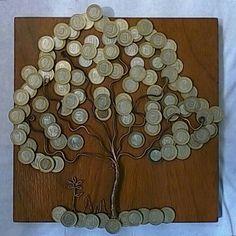 Árbol con monedas de un Bolívar