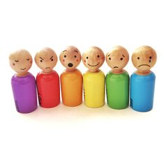 Wood Peg Dolls, Clothespin Dolls, Wood Toys, Wooden Pegs, Wooden Diy, Doll Crafts, Diy Doll, Rainbow Wood, Wooden People