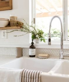 modern farmhouse kitchen with penny tile and apron farmhouse sink, open shelf decor in kitchen, rustic shelves in neutral kitchen design, farmhouse kitchen decor Bedroom Vintage, Classic Kitchen, Minimal Kitchen, Sweet Home, Ceramic Soap Dish, Ceramic Bowls, Ceramic Art, Ceramic Decor, Decor Scandinavian