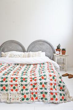 Stunning moroccan wedding blanket in beautiful retro traditional colors elramlahamra.nl