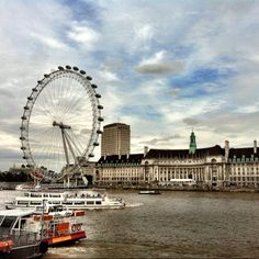 Bucket list: Ride the London Eye! London Eye, Wonderful Places, Beautiful Places, Places Around The World, Around The Worlds, Day Trips From London, London Pictures, Sense Of Place, London Photography