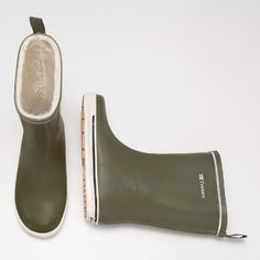 Skerry Vinter Shiny by Tretorn. 100% waterproof natural rubber upper. PVC free.