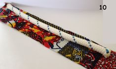 Amazing Tuto collier en tissu wax avec balles rembourrées avec de la ouate Tuto wax fabric necklace with padded balls with wadding Diy Necklace Display, Diy Necklace Holder, Necklace Tutorial, Jewelry Tags, Old Jewelry, Jewelry Crafts, Jewellery, Antique Jewelry, Diy African Jewelry