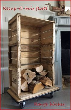 Old apple crates have found a second life to become a log storage . recovery of apple crates For this, . Home Decor Styles, Diy Home Decor, Apple Crates, Firewood Storage, Home Pictures, Sweet Home, Projects, Design, Deco Marine
