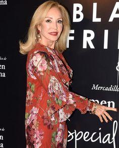Aquí os mostramos todos los estilismos de Carmen Lomana que podrás conseguir en este Mercadillo Benéfico. http://www.semana.es/galeria/de-compras-con-carmen-lomana/