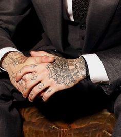 Zayn Malik Tattoos, Zayn Malik Pics, Zayn Mailk, Hand Tattoos, Tribal Tattoos, Tatoos, Poke Tattoo, I Tattoo, Zayn Malik Smiling