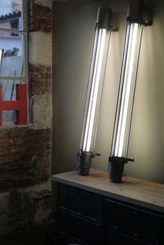 magnifique lampe applique au neon industrielle tube de verre