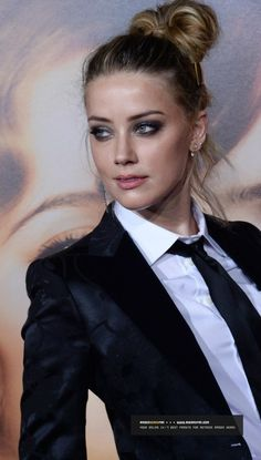 """Amber Heard at the Premiere Of Focus Features """"The Danish Girl"""" (2015)"""