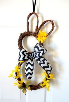 Cute bunny wreath for Easter! Easter Crafts, Holiday Crafts, Holiday Fun, Easter Decor, Easter Centerpiece, Bunny Crafts, Easter Table, Easter Party, Easter Ideas