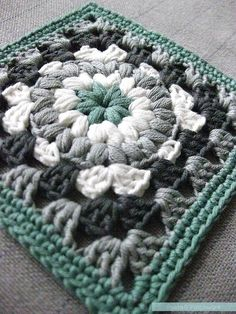 This with fall colors! Triple Puff Granny Square Motif By Eline - Free Crochet Pattern - (pastaandpatchwork) Crochet Motifs, Crochet Blocks, Granny Square Crochet Pattern, Crochet Squares, Crochet Granny, Crochet Blanket Patterns, Crochet Stitches, Knitting Patterns, Granny Squares